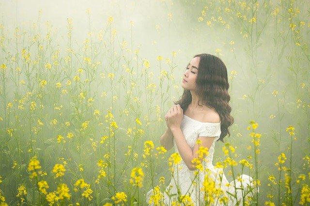 sukienki z motywem kwiatowym